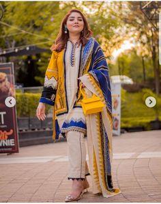 Stylish Dresses For Girls, Stylish Dress Designs, Dress Neck Designs, Designs For Dresses, Casual Dresses, Formal Dresses, Black Pakistani Dress, Simple Pakistani Dresses, Pakistani Dresses Online