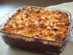 berry crumble with almond and coconut flour