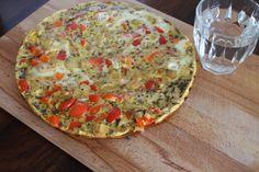 Gevulde omelet. Nog extra vullen met garnalen en taugé maken er een geschikte avondmaaltijd van.
