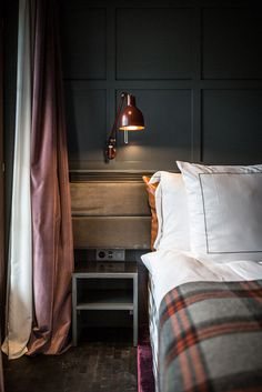 hotel bedroom Alpine beauty and Scandinavian style: wonderful HUUS hotel in Switzerland Mountain Bedroom, Lodge Bedroom, Bedroom Decor, Hotel Inspired Bedroom, Plaid Bedroom, Mountain Cabin Decor, Mountain Living, Master Bedroom, Chalet Interior