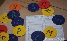 Lovci perel - Děti dostanou herní plán - tabulku na jejich záznam.  Po třídě jsou rozesety perly (papírky s jedním písmenem).  Pokud dítě opouští svou židli, nadechne se a se zatajeným dechem (je pod hladinou moře) najde perlu, donese ji na své místo a vymyslí jedno slovo začínající na dané písmeno.  Pokud najde perlu s písmenem, které již vylovil, vymyslí jiné slovo, než napsal předtím. Použitou perlu kamkoli položí, klidně ji jen pohodí opodál.