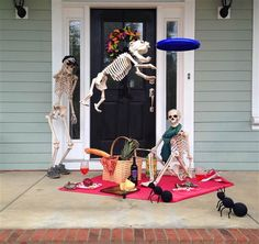 A lot of people enjoy going to Halloween parties. During this time of the year, we get to dress up and wear weird costumes that we do not usually wear everyday. Halloween decorations such as spider webs, tombstones, ghoulish figures,… Continue Reading → Halloween Prop, Halloween Outside, Halloween Skeleton Decorations, Outdoor Halloween, Holidays Halloween, Halloween Crafts, Halloween 2017, Funny Halloween, Halloween Costumes