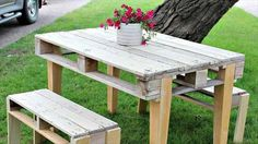 This is also a wooden pallet outdoor sitting idea which is shown in the picture, and in this picture a set of DIY wooden pallet bench and table is shown which looks very nice in the garden. You can also make this type of furniture for you garden by using this idea which is so simple and unique.