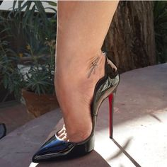 The amazing Christian Louboutin Hot Chick 130mm! Love that design!