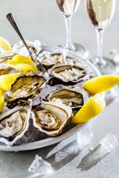 oysters and champagne party at yours Clams Seafood, Seafood Pasta, Antipasto, Oyster Recipes, Champagne Party, Luxury Restaurant, Western Food, Vegan Foods, Prosecco