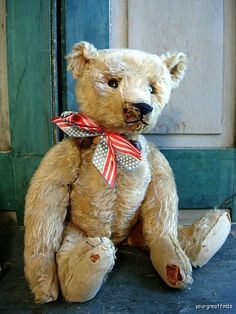 My favorite antique 1907 Steiff teddy bear