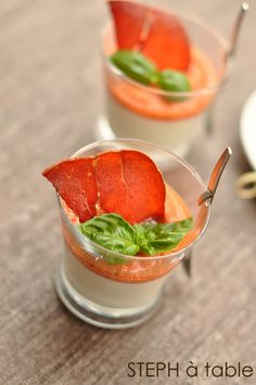 stephatable: Panna cotta basilic, gaspacho & chips de jambon cru Aoste No Salt Recipes, Gourmet Recipes, Appetizer Recipes, Appetizers, Cooking Recipes, Gazpacho, Panna Cotta, Think Food, Love Food
