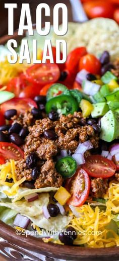 Easy Taco Salad - Spend With Pennies Crispy, crunchy and colorful, who doesn't love a Taco Salad? This easy taco salad recipe is so much fun to put together because there are so many different toppings you can add! Easy Taco Salad Recipe, Taco Salad Recipes, Lunch Recipes, Mexican Food Recipes, Great Recipes, Dinner Recipes, Cooking Recipes, Favorite Recipes, Healthy Recipes