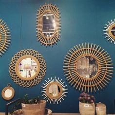 miroir rotin accumulation deco mur bleu canard.