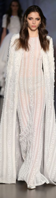 See all the Details photos from Ralph & Russo Autumn/Winter 2015 Couture now on British Vogue Style Haute Couture, Couture 2015, Couture Fashion, Runway Fashion, Couture Week, Paris Fashion, Fashion Week, High Fashion, Fashion Show