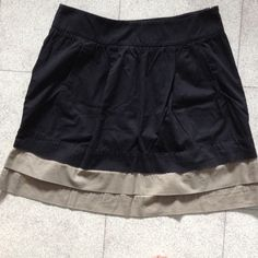 """Skirt. Black with two tan tiered layers. 100% cotton skirt with two front pockets and side zipper. Approx. 20"""" in length with approx. 34"""" waist measurement. Slightly gathered below 2 1/2"""" wide waistband. Two tan tiers at bottom.  Skirt is gently worn. Old Navy Skirts"""
