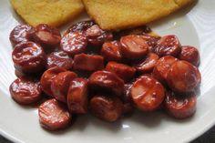 Chilli-Ketchup-Rezept mit einfacher Schritt-für-Schritt-Anleitung: Zwiebeln und Knoblauch schälen und klein schneiden.