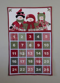 Quick and easy handmade advent calendar from fabric panel Christmas Patchwork, Christmas Quilt Patterns, Christmas Sewing, Christmas Fabric, Felt Christmas, Christmas Projects, Handmade Christmas, Holiday Crafts, Xmas