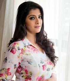 Varalaxmi Sarathkumar Stills Beautiful Girl Indian, Most Beautiful Indian Actress, Beautiful Saree, Most Beautiful Women, Beautiful Actresses, Cute Beauty, Beauty Full Girl, Beauty Women, Curvy Girl Lingerie