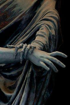 Stagliano Cemetery sculpture by Giulio Monteverde Cemetery Art, Cemetery Statues, Angel Statues, Mystique, House On A Hill, Renaissance Art, Memento Mori, Pablo Picasso, Aesthetic Art