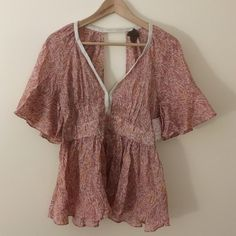 Free People sz 10 tunic short sleeve pink orange Fun, feminine, Free People tunic ruffled short sleeves, open vneck, empire waist, open vneck back, side zipper.  Colors are pink, Orange, and green with a floral pattern. simply elegant!! Free People Tops Tunics