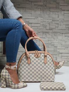Versace Boots, Gucci Boots, Shoes Heels Pumps, Louboutin Shoes, Stilettos, Vans Shoes Fashion, Fashion Outfits, Lv Boots, Louis Vuitton Pumps