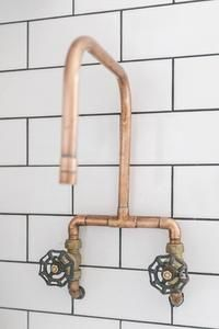 vintage bathtub armature/ faucet Copper DIY Details For Kitchens: Ideas + How To Copper Kitchen Faucets, Copper Faucet, Kitchen Fixtures, Bathroom Faucets, Sinks, Copper Bathroom, Concrete Bathroom, Plumbing Fixtures, Bathroom Wall