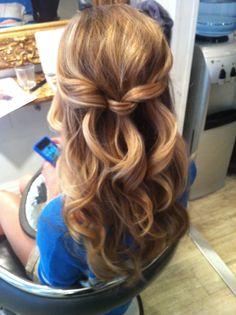 #bridal Half #updo. Wavy- Curly cascading updo/ hair up by Ana Belén. Pelo recogido. Ondulado, rizado, medio suelto. Peinado de novia o boda
