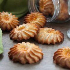 Печенье Курабье очень вкусное, песочное, нежное и ароматное. Для приготовления можете использовать любой джем или густое варенье. Само печенье готовить очень просто и быстро, ингредиенты доступные и п