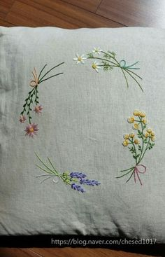 Cushion Embroidery, Embroidery Flowers Pattern, Flower Patterns, Hand Embroidery, Embroidery Designs, Embroidery For Beginners, Pin Cushions, Cushion Covers, Needlework