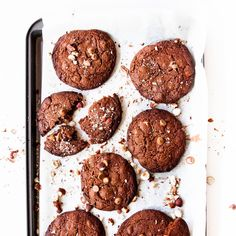 These Choc-Hazelnut cookies are delicious. They're a super amazing snack that won't take you long to prepare or bake, they're the perfect filler for dessert. Best Dessert Recipes, Sweets Recipes, Baby Food Recipes, Cookie Recipes, Snack Recipes, Snacks, Desserts, Food Baby, Delicious Recipes