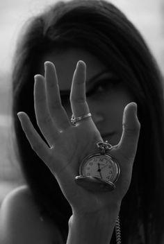 """""""La historia no es un frígido museo; es la trampa secreta de la que estamos hechos, el tiempo. En el hoy están los ayeres. J.L. Borges"""