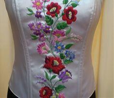 Fűzők kézi hímzéssel Blouse And Skirt, Hand Embroidery, Blouses, Lady, Womens Fashion, Skirts, Style, Blouse, Women's Fashion