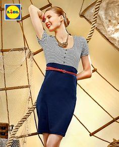 Marynarska gala w swobodnym wydaniu – ta sukienka to elegancja i wakacyjny luz w jednym. Zapowiada się piękne lato…