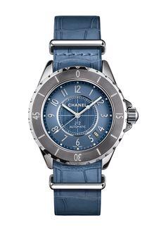 La montre J12-G.10 Chromatic bleue en bracelet NATO de Chanel