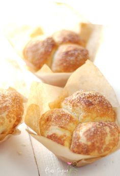 Use parchment paper and glass to make muffin liners