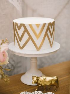 This romantic Chicago wedding comes complete with this pretty gold chevron wedding cake Whimsical Wedding Cakes, Cool Wedding Cakes, Wedding Cake Designs, Wedding Sweets, Beautiful Cakes, Amazing Cakes, Beautiful Bride, Chevron Cakes, Geometric Cake