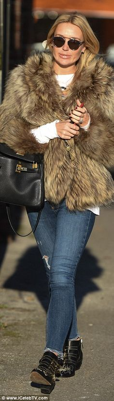 Alex Gerrard Cool Outfits, Fashion Outfits, Fashion Trends, Alex Gerrard, Family Photos, Personal Style, Fur Coat, Style Inspiration, Chic