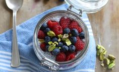 Zosia Cudny - mleczna owsianka z nasionami chia i owocami