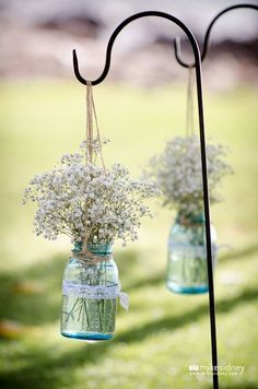 Blue mason jar accents.  #makenaweddings www.makenaweddings.com