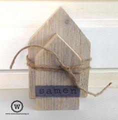 Steigerhouten huisjes met tekst