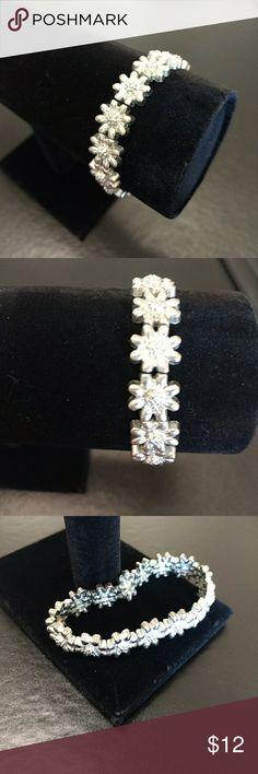 Silver Tone Flower Bracelet Stretch fashion bracelet with silver flowers. Jewelry Bracelets