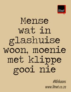 Mense wat in glashuise woon, moenie met klippe goo nie Wise Quotes, Funny Quotes, Inspirational Quotes, Career Quotes, Success Quotes, Afrikaans Language, Writing Posters, Beautiful Verses, Afrikaanse Quotes