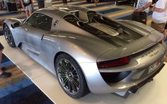 887hp Porsche hybrid rocketship, 602hp from petrol & 285hp from the electrics, awesome