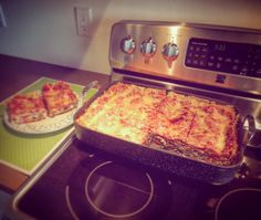 Nothing's better than a filling and satisfying lasagna! Made with love in our The Rock roaster. The perfect comfort food meal! Comfortfood, Lasagna, Italian Recipes, Love Food, Cookware, Pasta, Meals, Rock, Cooking