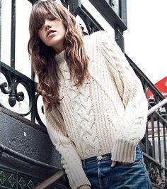Comment se faire les cheveux de la Parisienne ? Grace Hartzel cheveux bruns messy frange french girl décoiffé wavy