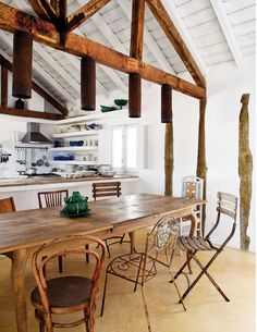 Spotted on CASA TRÈS CHIC blog #kitchen #dining #design #decorating