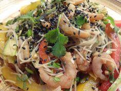 riisinuudelisalaatti ja thaimaalainen kastike