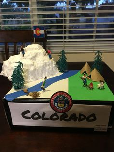 Colorado State Float Science Projects For Kids, Class Projects, Science For Kids, Diy Craft Projects, School Projects, Crafts For Kids, Blue Table Settings, States And Capitals, Science Fair
