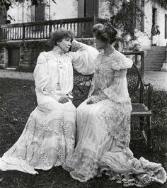 Theater titans Sarah Bernhardt and Rosemonde Gérard (notice the help on the porch)