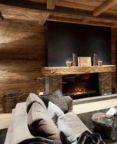 Amazing chalet design to your winter chalet. Chalet Design, House Design, Design Design, Wood Mantle Fireplace, Fireplace Design, Chalet Interior, Interior Design, Interior Modern, Kitchen Interior