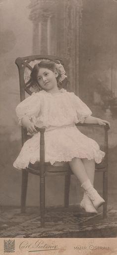 Lali Landsberger around 1909