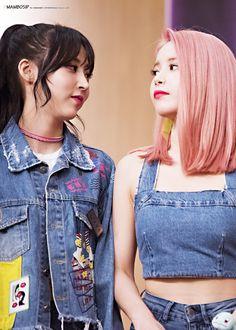 MoonSun (Moonbyul and Solar) South Korean Girls, Korean Girl Groups, K Pop, Teenage Love, Mamamoo Moonbyul, Solar Mamamoo, Yongin, K Idols, Kpop Girls
