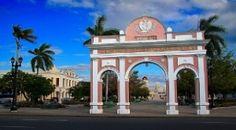 Todos los fuegos, Cienfuegos Joya arquitectónica de estilo francés, Cienfuegos, la ciudad cubana que está considerada Patrimonio de la Humanidad, es una perla que no pasa inadvertida a orillas del Mar Caribe.   Lea la nota completa en: Todos los fuegos, Cienfuegos - TodoParaViajar