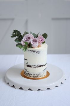 Flora | Semi-naked wedding cutting cake with fresh flowers by LionHeart